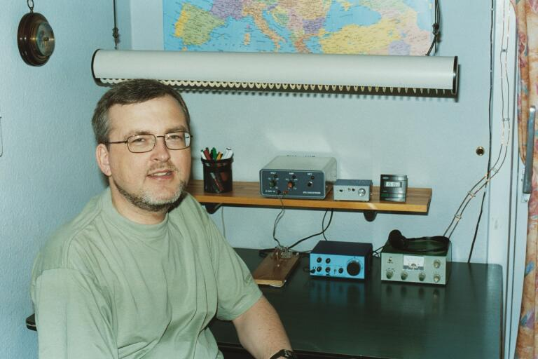 OZ1BXM Lars in the shack, 2001